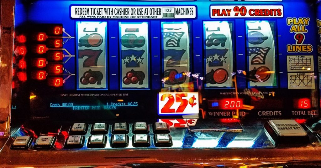 If you play slots at online casinos, you should read this